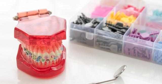 Orthodontie 94 Choisy le Roi: Appareils orthodontiques Esthétique Invisible Invisalign linguale Céramique Transparent attaches