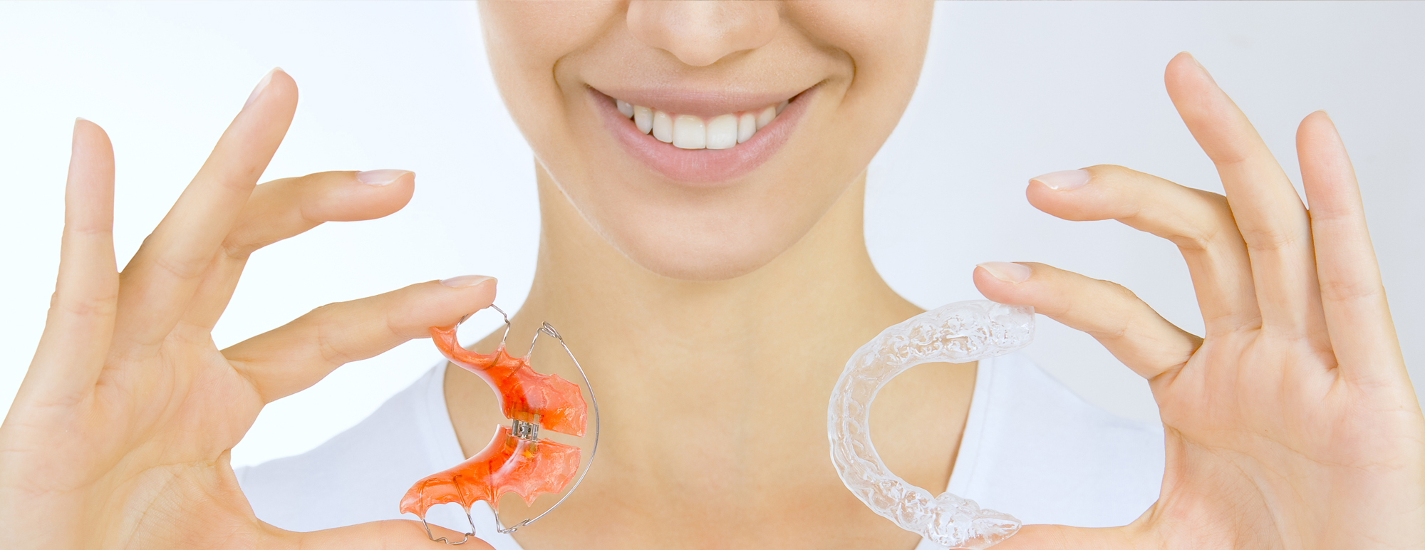 Orthodontie94 Choisy le Roi Femme souriante dents parfaits esthetique invisaline invisible transparent